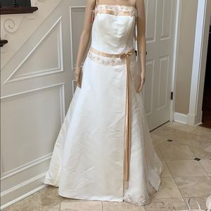 Dresses & Skirts - NWT! $ 658,00 Eden Bridals wedding dress